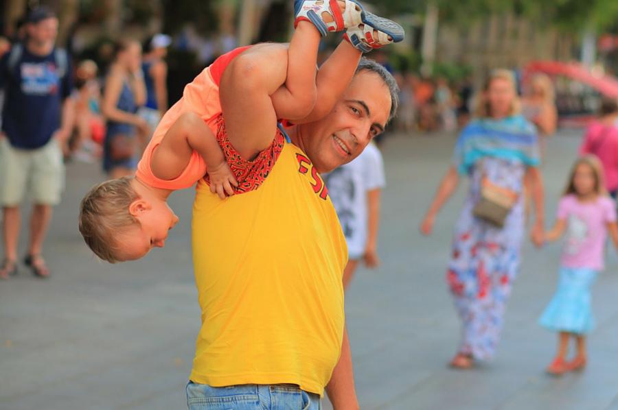 padre e hijo durante un viaje