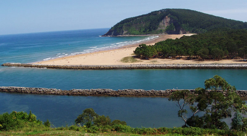 La playa de Rodiles, una de las más concurridas de Villaviciosa