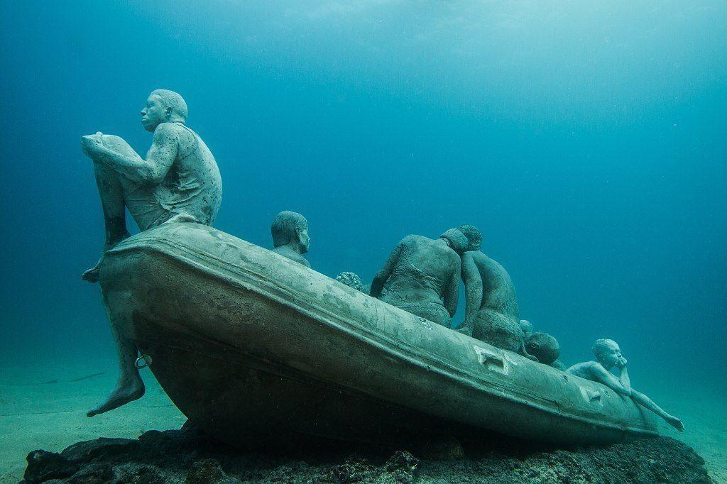 La balsa de Lampedusa, una de las esculturas del museo submarino