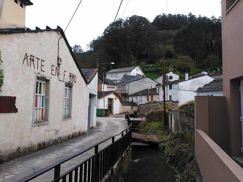 Los artesanos son uno de los atractivos del barrio dos Muíños.