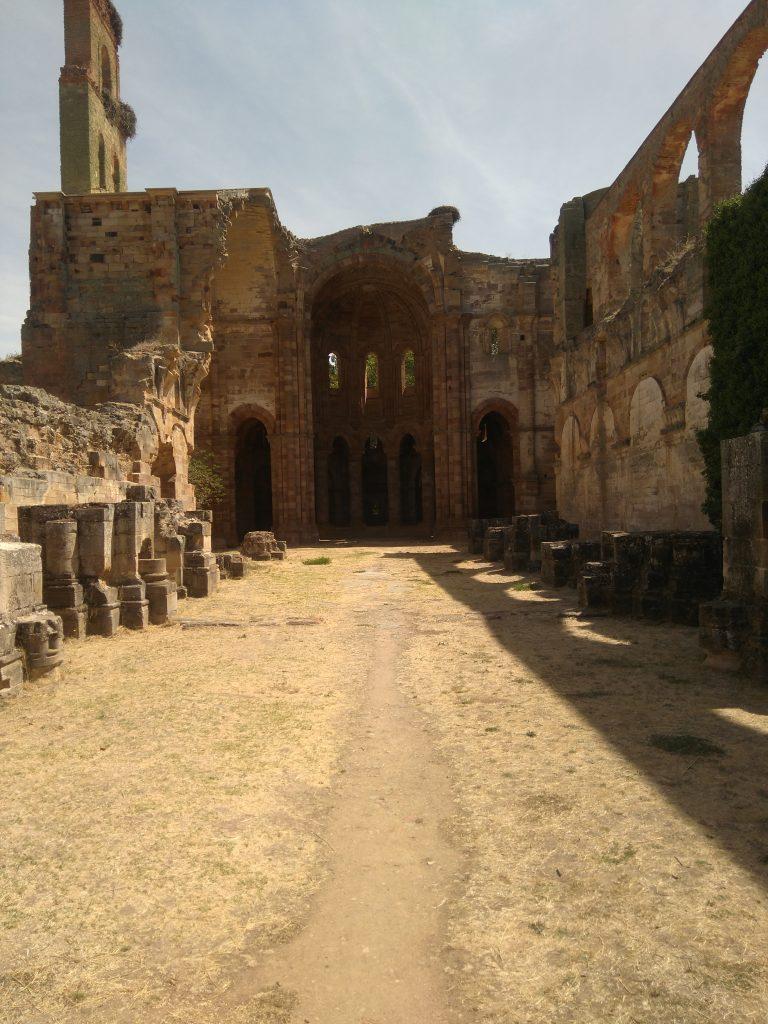 Monasterio de Moreruela: entrada de la Iglesia