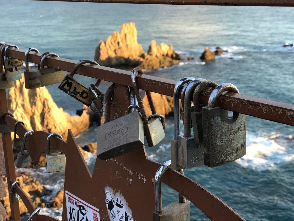 Candados del amor en el Cabo de Gata, Almería