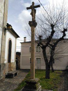 Cruceiro de la iglesia de Santa Mariña en Sarria.
