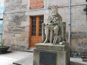 Escultura de Alfonso IX en Sarria.