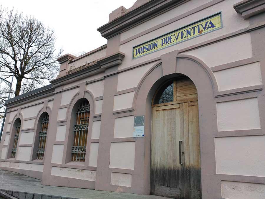 Edificio de la Prisión Preventiva de Sarria, al lado del mirador.