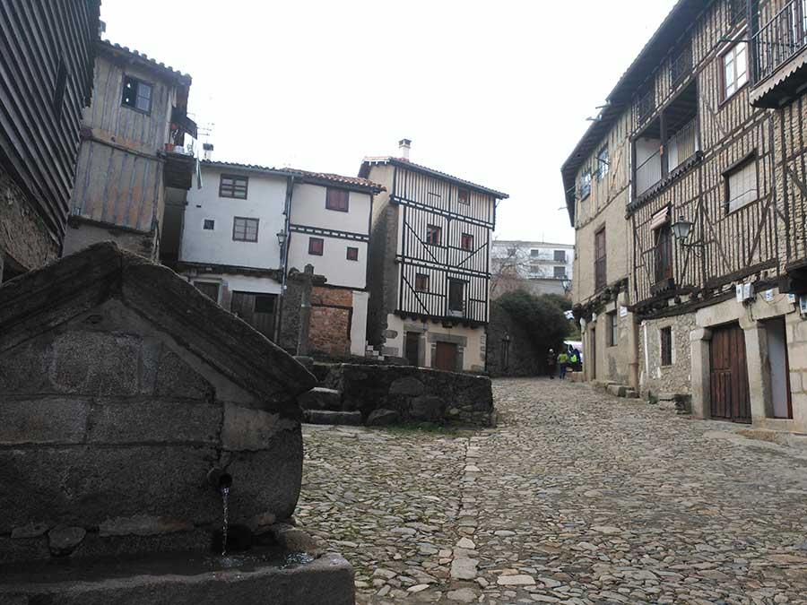 Fuente y crucero en Barrio Nuevo de La Alberca.