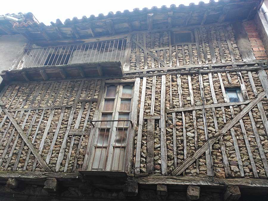 Aspecto de una vivienda tradicional de La Alberca sin embellecer.