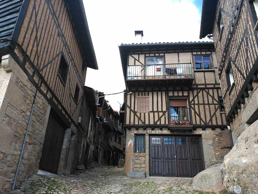 Casas sobre peñas en La Alberca.